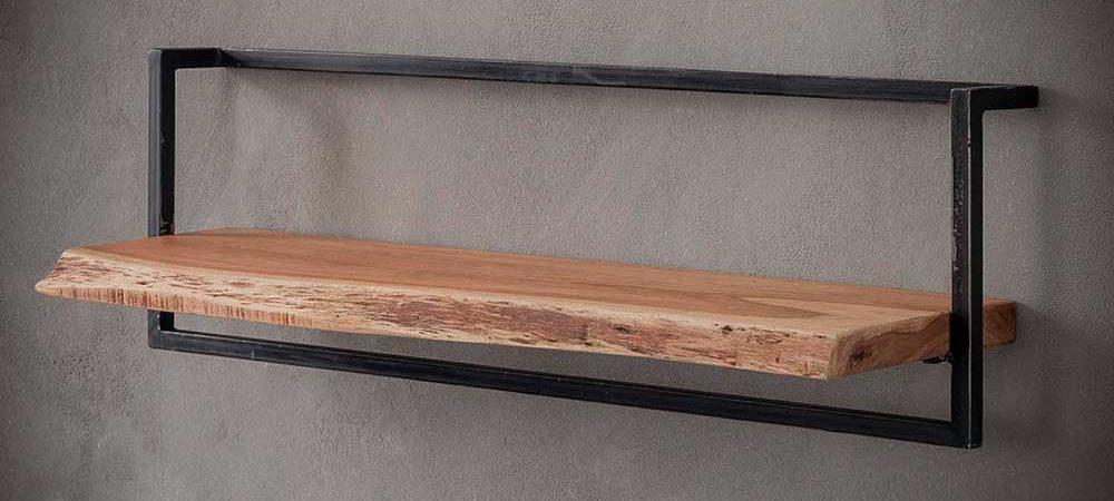 Wandregal mit Holz